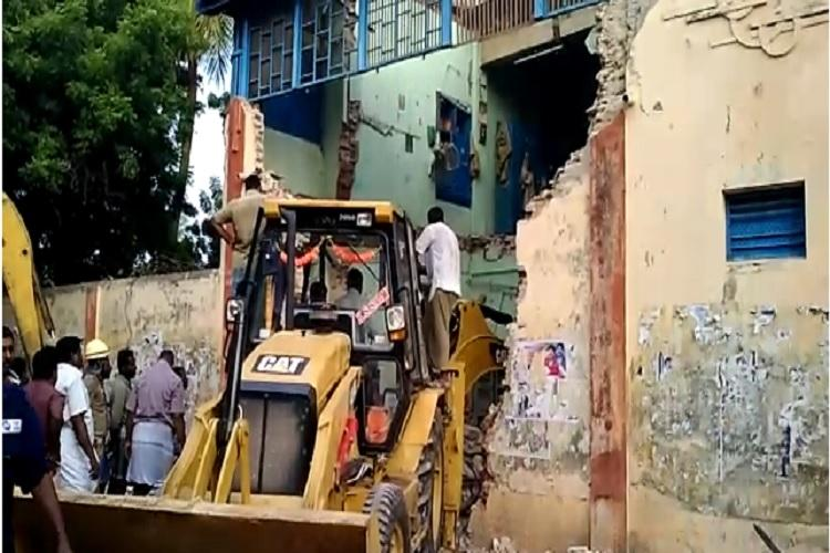 Bus depot building collapses in Nagapattinam 8 transport workers die