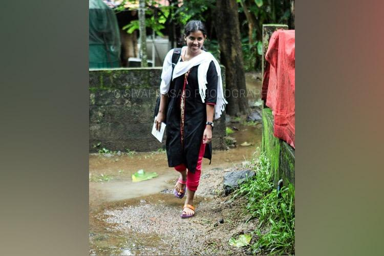 Two weeks after her husband Kevin was killed a determined Neenu returns to college