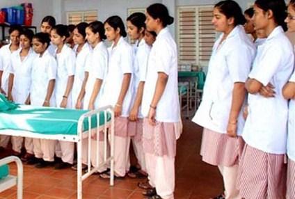 Saudi minister meets Kerala nurses in troubled Jizan city
