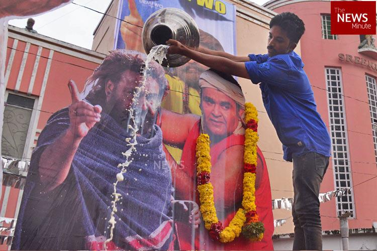 Kerala hartal Daytime shows of Mohanlals Odiyan cancelled in several theatres