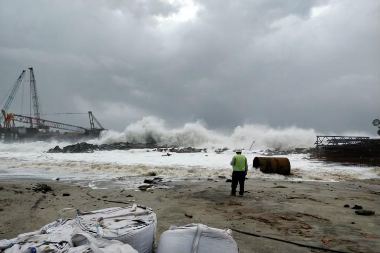 Cyclone Ockhi claims six more lives in Kerala death toll rises to 13 in state