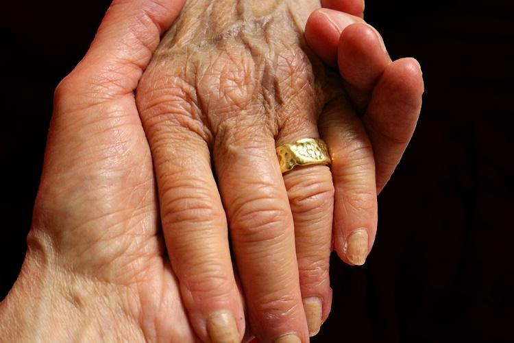 American couple married for 63 years die in the same room 20 minutes apart