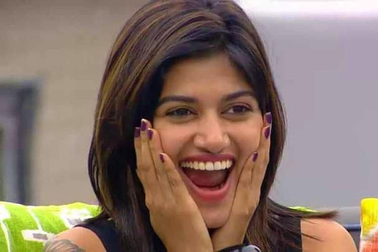 Oviya may be out of Bigg Boss house but 13k retweets prove TN still cant get enough of her