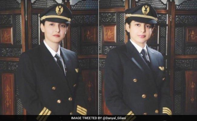 Pakistani pilot sisters create history by co-flying Boeing 777