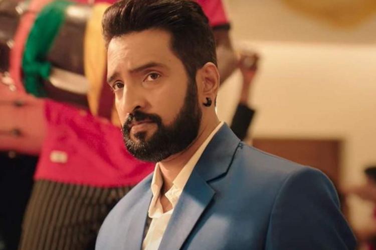 Santhanam's 'Parris Jeyaraj' trailer out