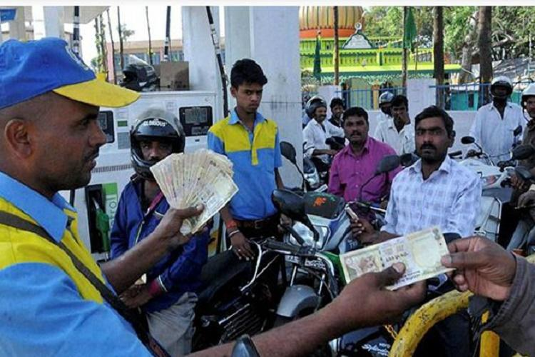 Petrol bunks to stop accepting cards from midnight carry cash with you