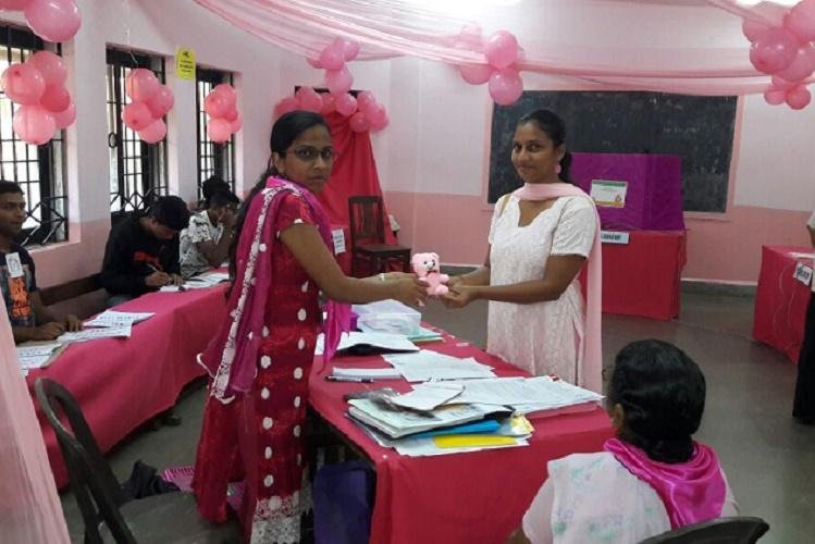 First-time women voters in Goa get pink teddy bears