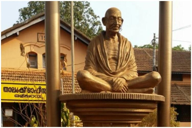 Miscreant attempts to damage Gandhi statue in Kerala flees on seeing crowd