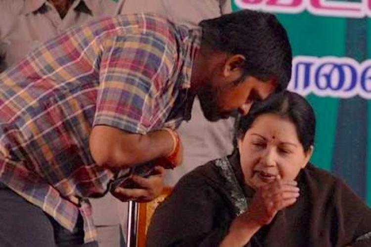 I-T raids at Jayalalithaas Poes Garden residence Sasikala Poongundrans rooms searched
