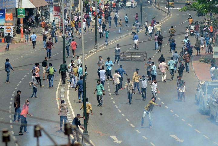CPI M protest demanding Chandy resignation turns violent police use water cannons to disperse crowd