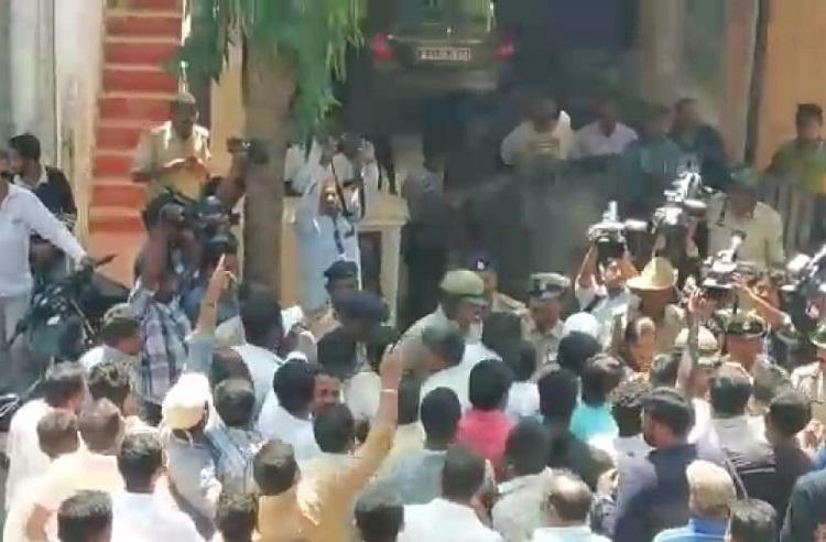 Protests violence in Hassan after BJP leader allegedly says Deve Gowda will die soon