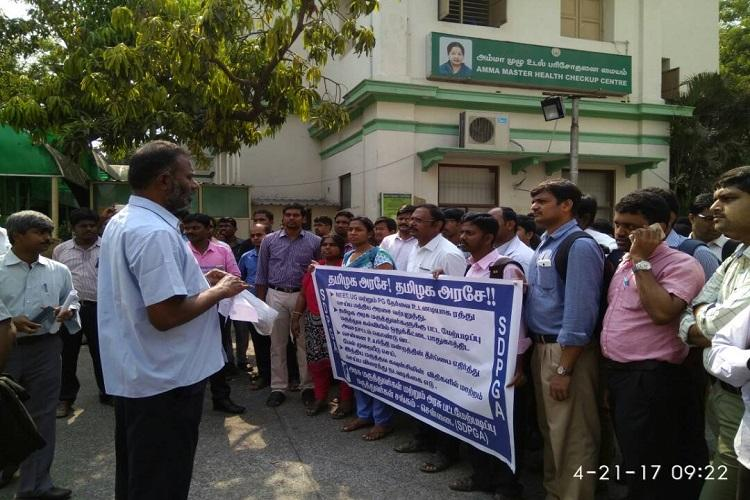 TN govt doctors protest against Madras HCs order imposing MCI regulations for PG admissions