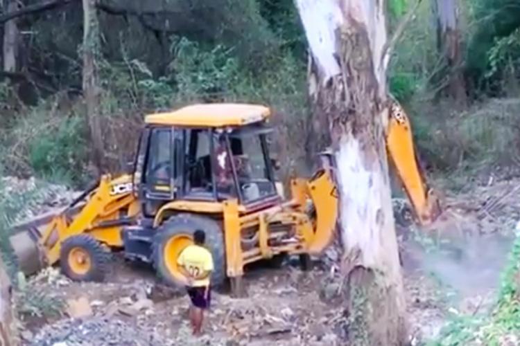 Construction debri bing dumped in Pattandur Agrahara lake