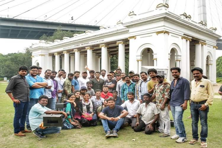 Puneeth mobbed by fans on set of Nata Sarvabhowma in Kolkata