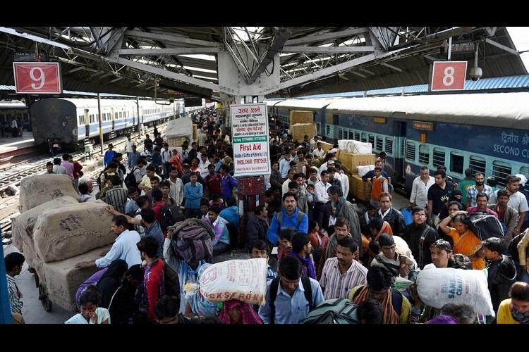 Bengaluru rly station third in using free Wi-Fi Patna tops with porn searched most
