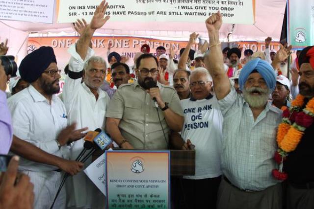 Congress Rajeev Chandrashekar fight for credit over helping Siachen survivors family
