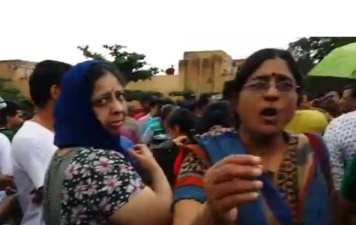 Rangarajapuram residents in Chennai block road demanding relief from government
