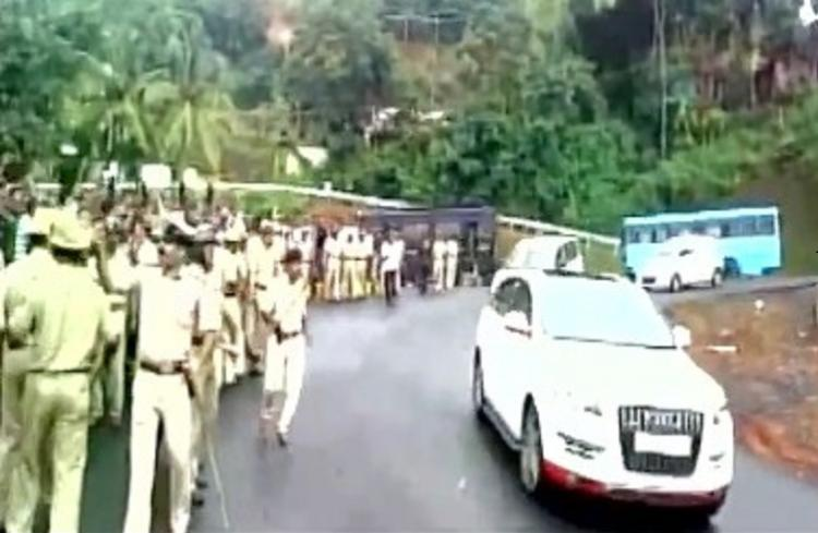 Eggs thrown at Congress leader Ramyas car in Mangaluru