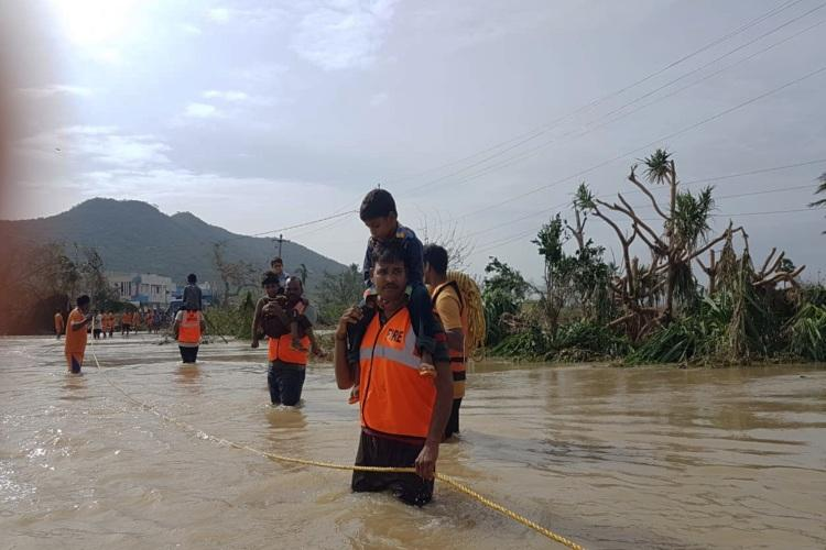 Godavari floods in Andhra Over 17000 shifted to relief camps state on high alert