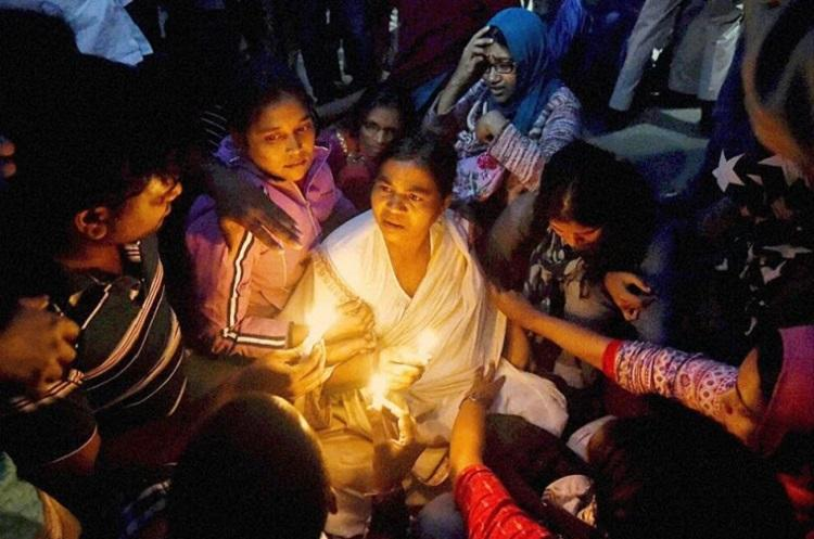 Barred from entering campus Rohith Vemulas mother holds sit-in protest outside HCU campus