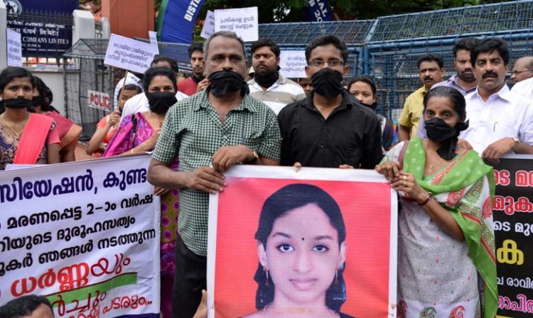 Demanding CBI probe into daughters death nursing student Roji Roys parents protest