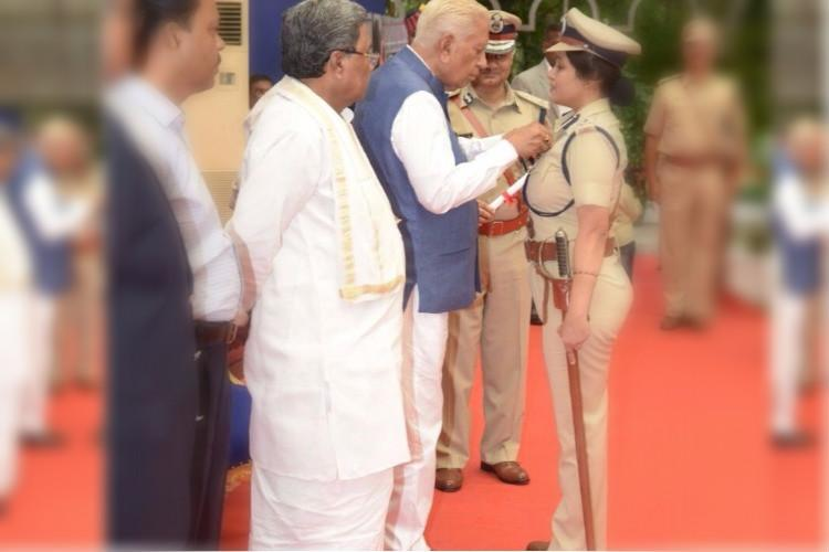 DIG Roopa who exposed VK Sasikalas special treatment in jail receives Presidents Medal