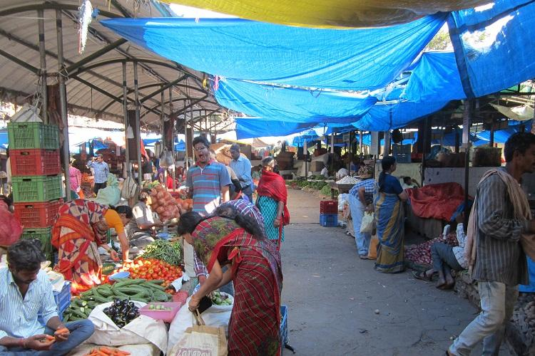 For vendors and customers at farmers market cashless system gives major relief