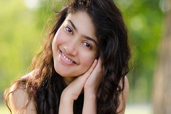 Sai Pallavi to make Telugu debut alongside Chiranjeevis nephew Varun Tej