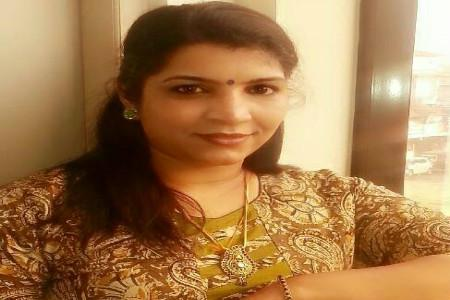 Solar Scam Saritha Nair demands CBI enquiry into CM Chandys role