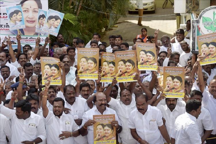 Online petition against Sasikala seeking dissolution of TN govt has over 100000 signatures