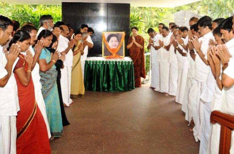 Stage set for Sasikala to become Ammaiyar Leaders plead with her to lead party