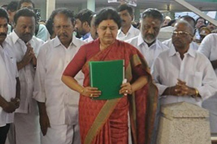 20-year-old cases return to haunt Sasikala Madras HC sets aside her discharge