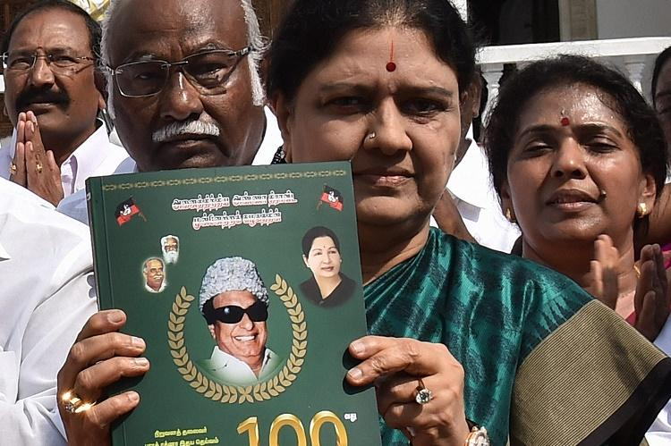 Will the jallikattu violence fiasco pave way for Sasikala to claim TN CMs job