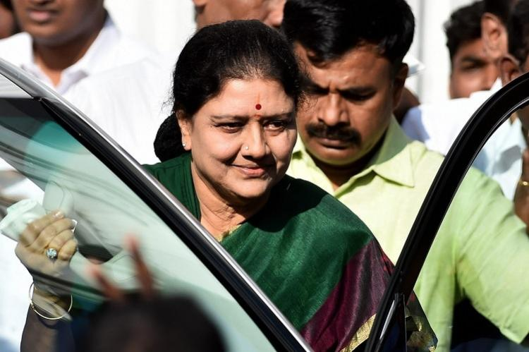No fireworks just fanfare as Sasikala starts on the final stretch for CMs throne