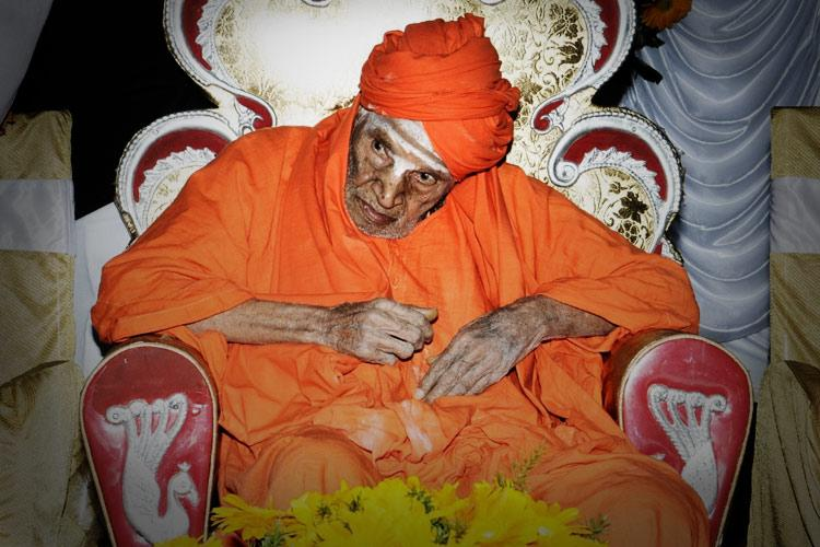 Karnataka govt event stopped after protesters allege disrespect to Siddaganga seer