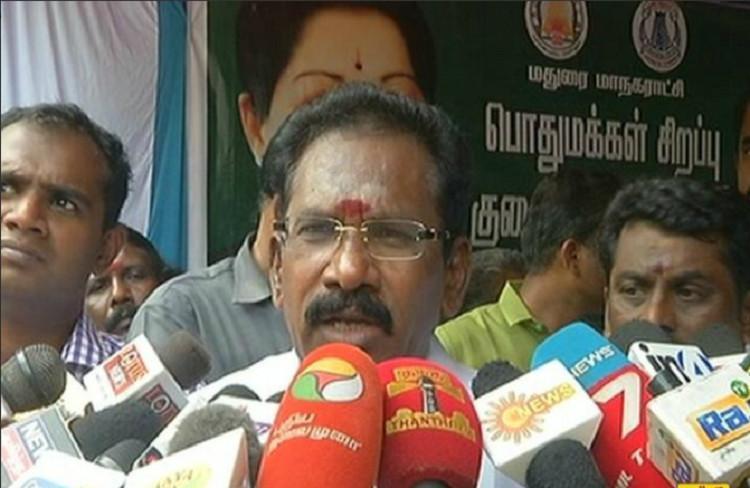 Tamil Nadu Minister Sellur Raju showers praises on Sasikala all of a sudden!