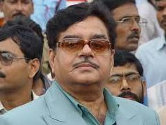 Shatrughan Sinha is sulking thanks to insecure party leaders