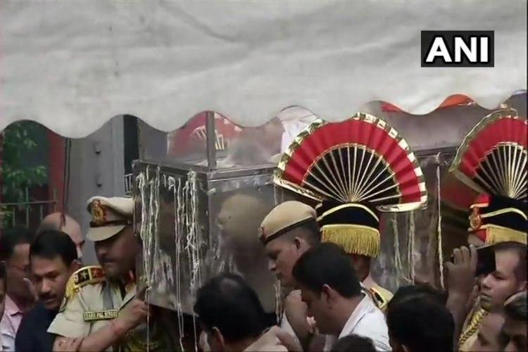 Thousands bid farewell to former Delhi CM Sheila Dixit