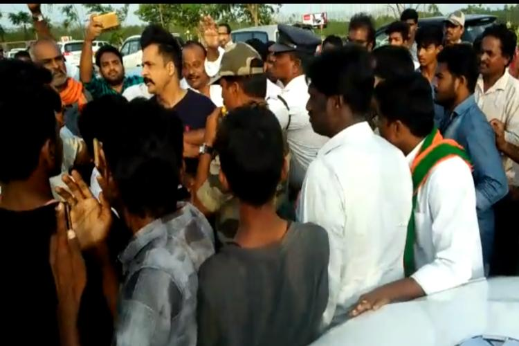 BJP workers block Telugu actor Sivajis car for criticising PM Modi over special status