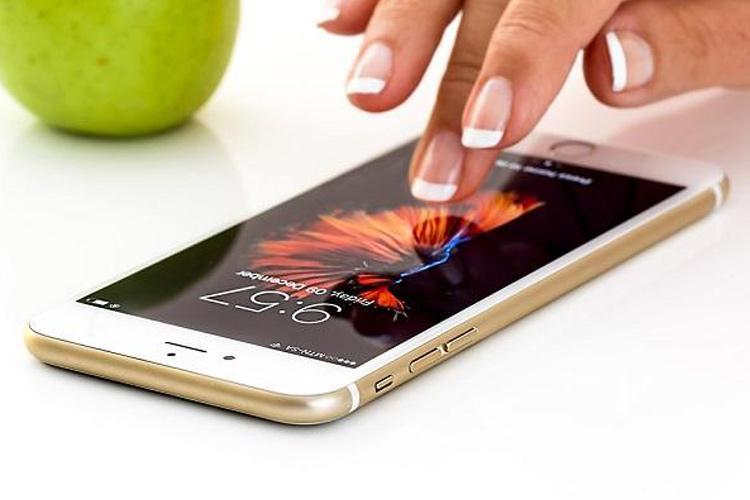 One in 3 Indian women receive offensive calls SMS Truecaller survey