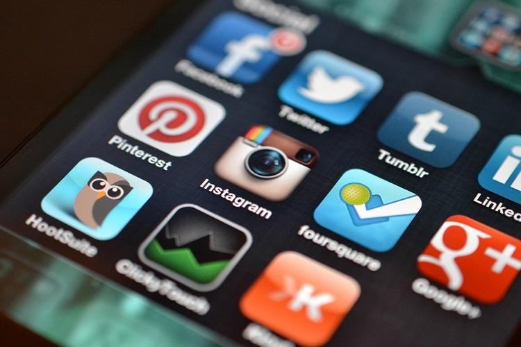 From May 14 evening political parties are to stay off social media