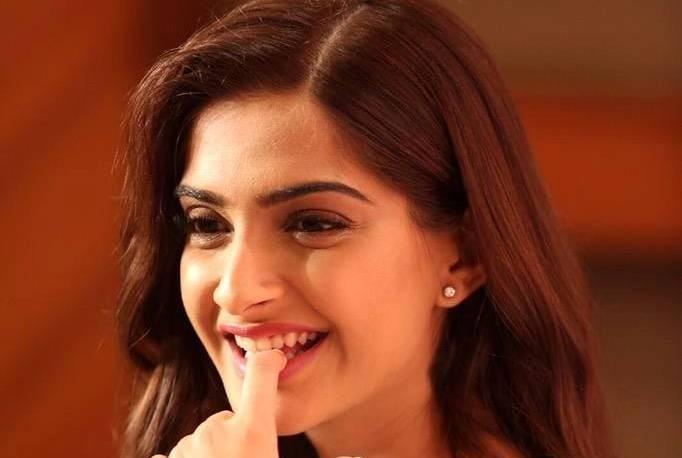 I dont bow down to cyber bullying Sonam Kapoor