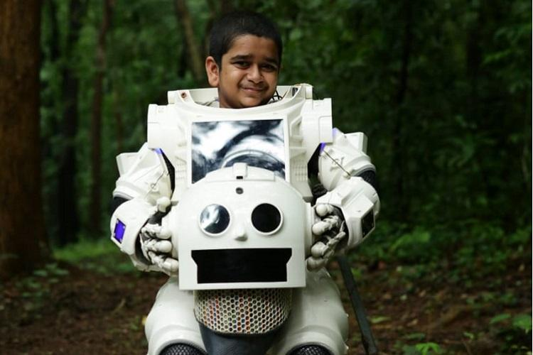 Meet Sooraj Thelakkad who played the adorable robot in Android Kunjappan Ver 525