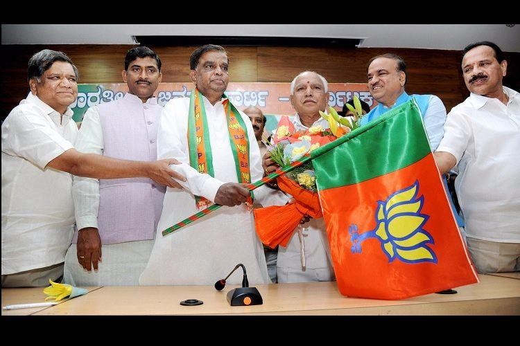 Srinivas Prasad who quit Congress after 2016 ouster from Ktaka cabinet joins BJP