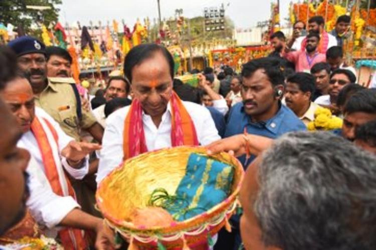 Telangana CM KCR visits Medaram Sammakka-Sarakka Jatara offers prayers