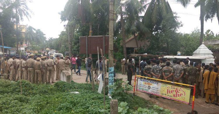 AP village under police siege to foil Kapu leaders padayatra to demand reservation