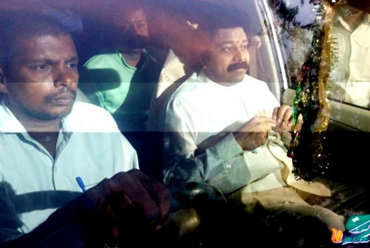 Once Jayalalithaas favoured foster son Sudhakaran now refused entry into Apollo