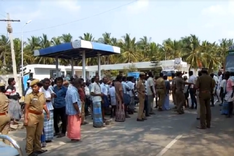 Protests against TASMAC near Sulur cop who intervened beaten up