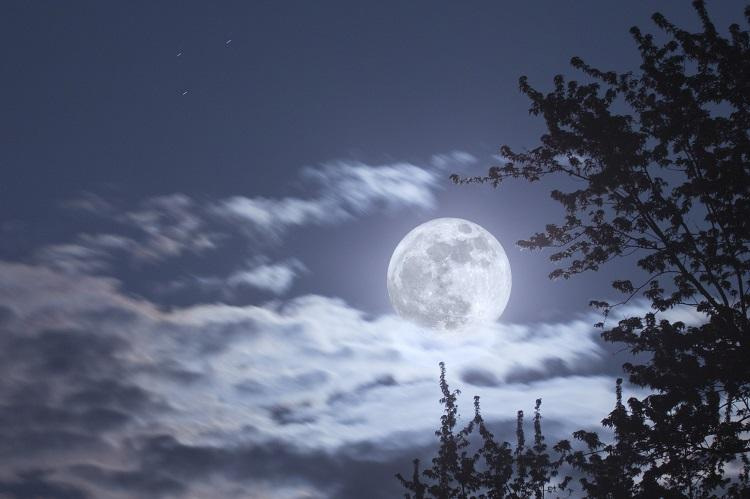 Lunar spectacle Brace yourselves for biggest super moon yet of the 21st century