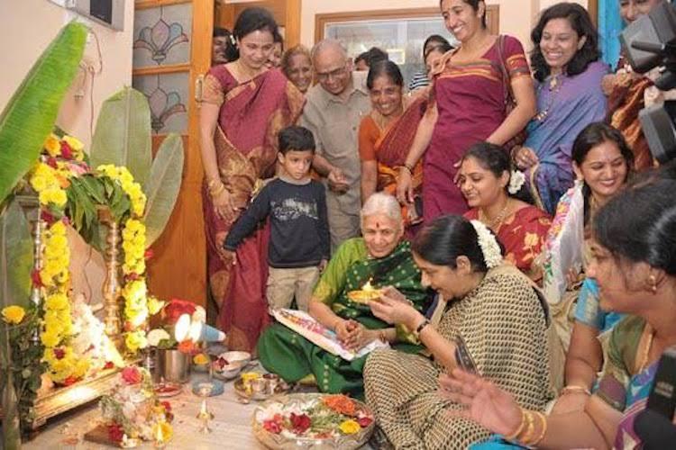 Sushmas ties with Ballari Varamahalakshmi puja her Kannada and paddu pongalu